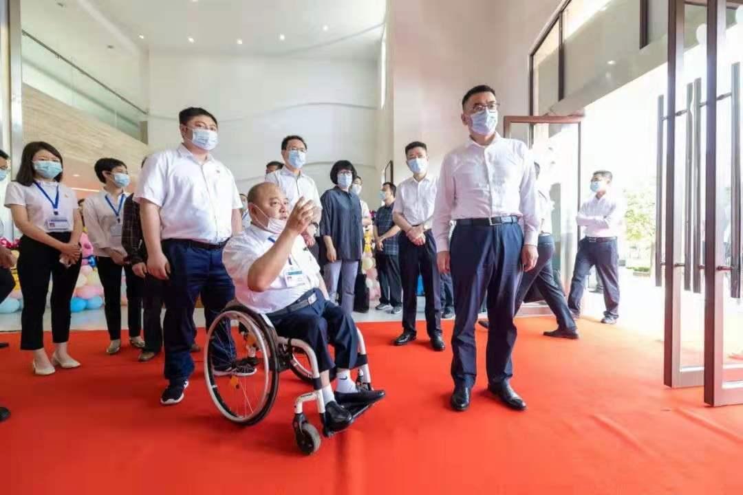 """省民政厅厅长曹忠平一行来陪我们过""""六一""""啦!"""